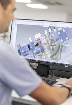 Main dans la main, conception et simulation incluses